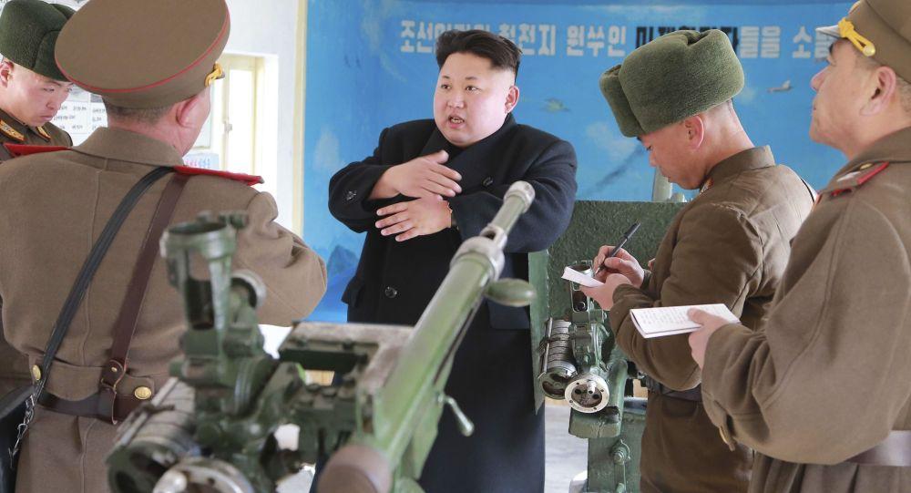 Kim Jong-un inspecte son armée (archives)