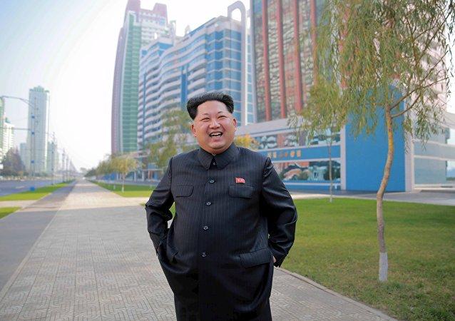 Le dirigeant nord-coréen Kim Jong-un inspecte le rue de Mirae