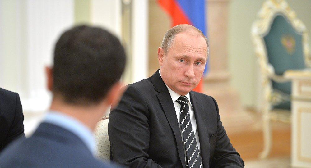 Vladimir Poutine en face de Bachar Assad