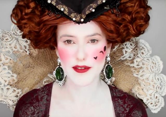 L'histoire du maquillage de l'Égypte antique à nos jours en six minutes
