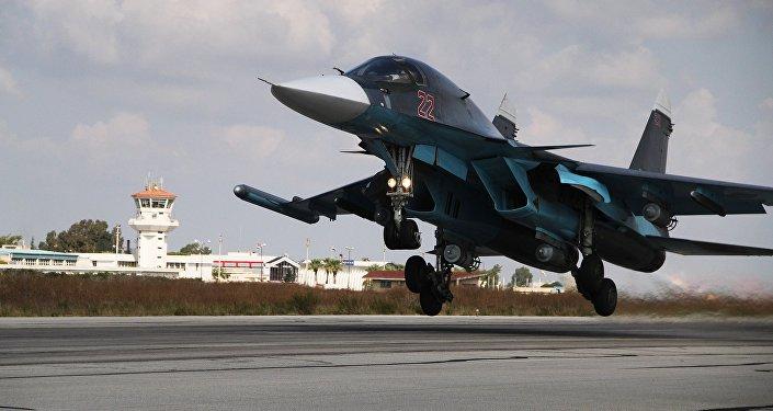 Un Su-34 part pour un raid contre Daech en Syrie