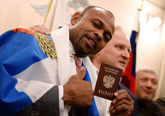 Le boxeur Roy Jones obtient un passeport russe