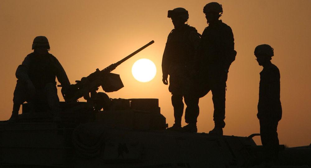 Des militaires américains sur un char