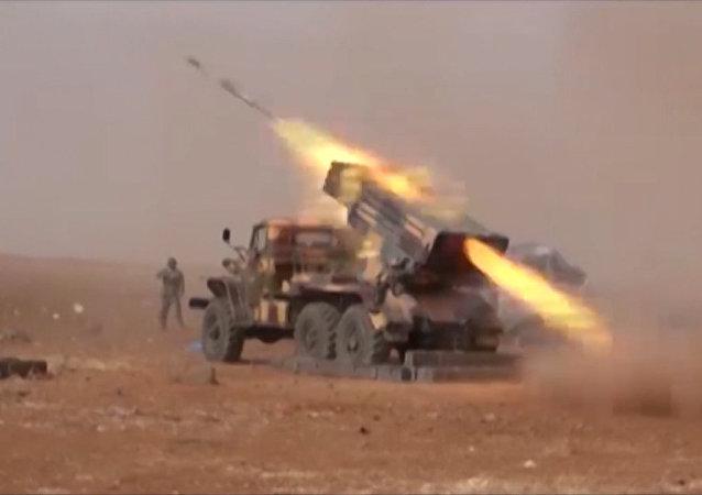 L'armée syrienne attaque Daech dans les montagnes d'Alep