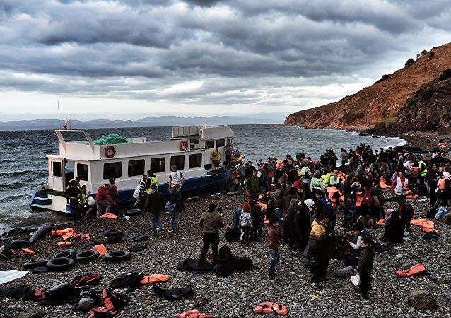 Réfugiés et migrants arrivent à l'île de Lesbos, Oct. 29, 2015.