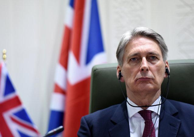 Les conservateurs britanniques poussent May vers la sortie