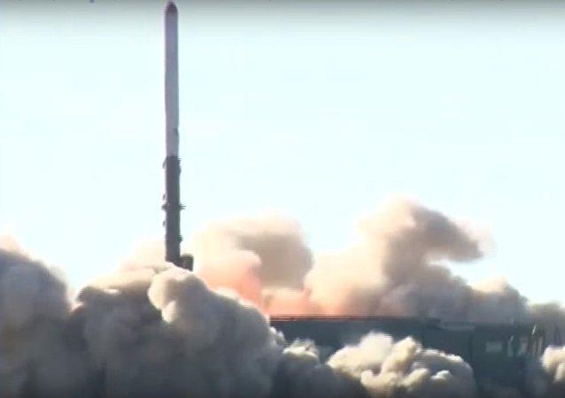 Le tir d'un missile Iskander