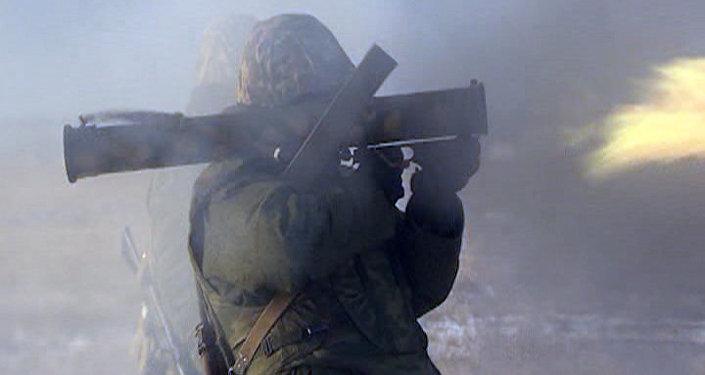 Les essais d'un lance-flamme russe dernier cri