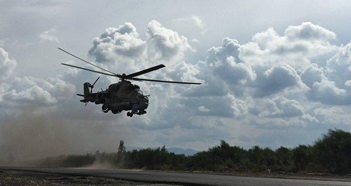 L'hélicoptère russe MI-24 à la base aérienne de Hmeimim en Syrie