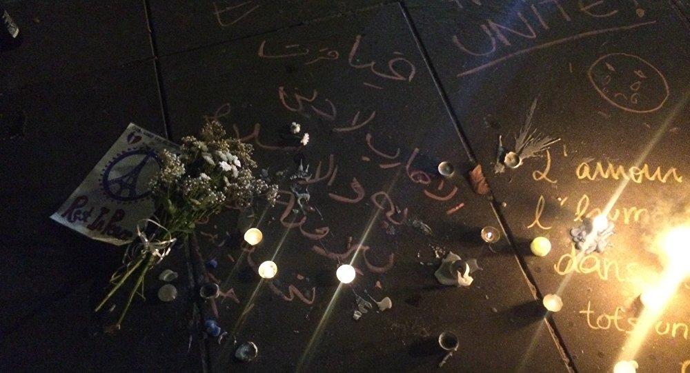Fleurs sur la place de la République à Paris
