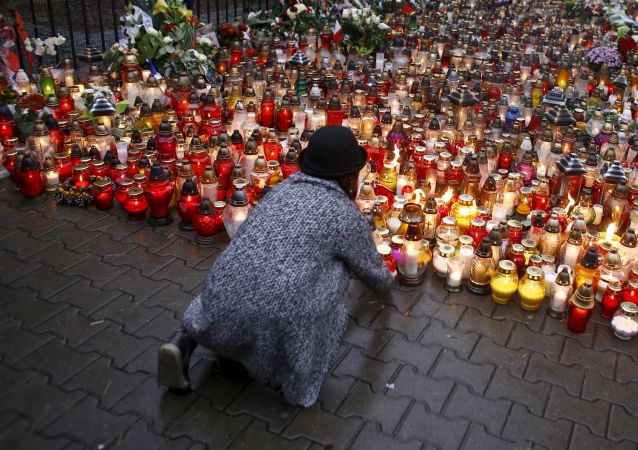 Le monde commémore les victimes des attentats de Paris