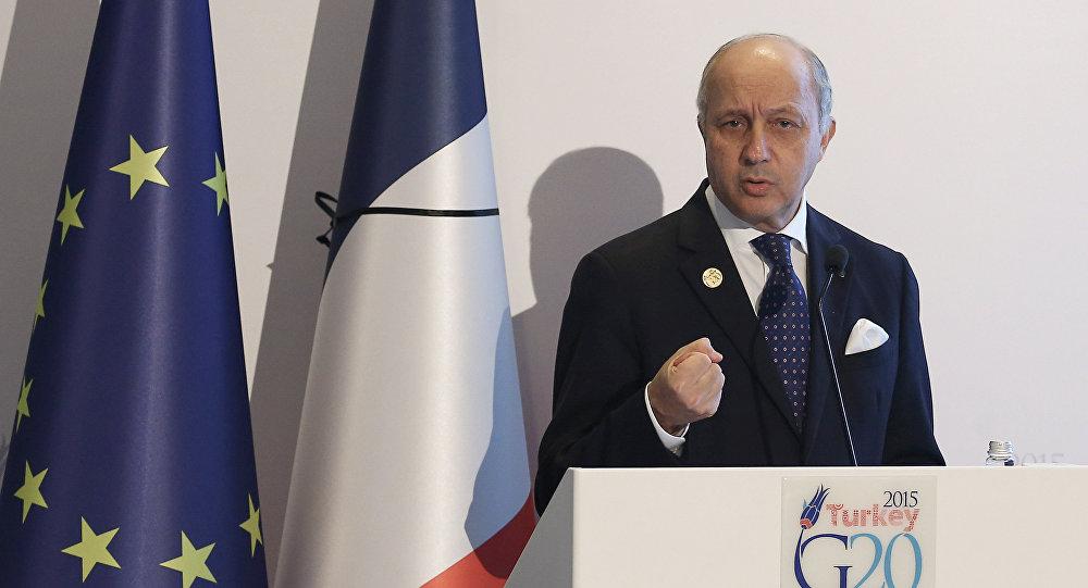 Le ministre français des Affaires étrangères Laurent Fabius parle lors d'une conférence de presse au Sommet du G-20 le 16 Novembre, 2015 Antalya