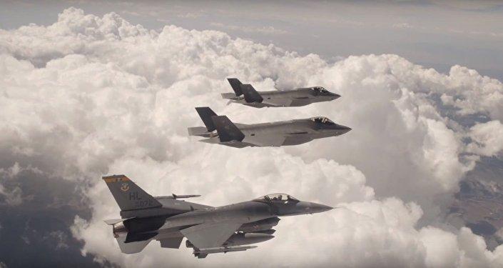 Etats-Unis: vol commun des chasseurs F-35 et F-16