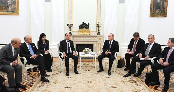 Rencontre entre les présidents Vladimir Poutine et François Hollande au Kremlin, le 26 novembre 2015