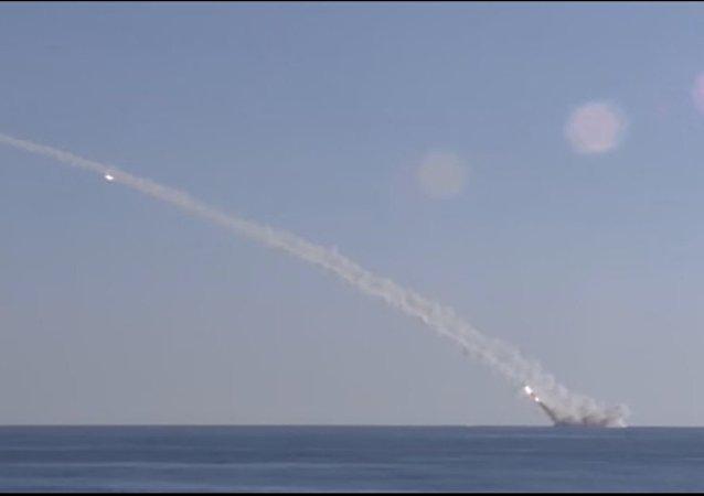 Un sous-marin russe tire des missiles Kalibr contre Daech depuis la Méditerranée