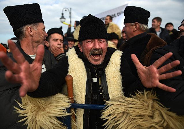 Un millier de bergers furieux pénètrent dans le parlement roumain