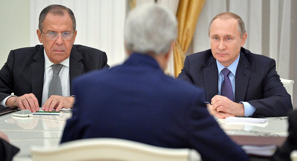 Le président russe Vladimir Poutine a accueilli pendant plusieurs heures au Kremlin le secrétaire d'État américain John Kerry et le ministre russe des Affaires étrangères Sergueï Lavrov