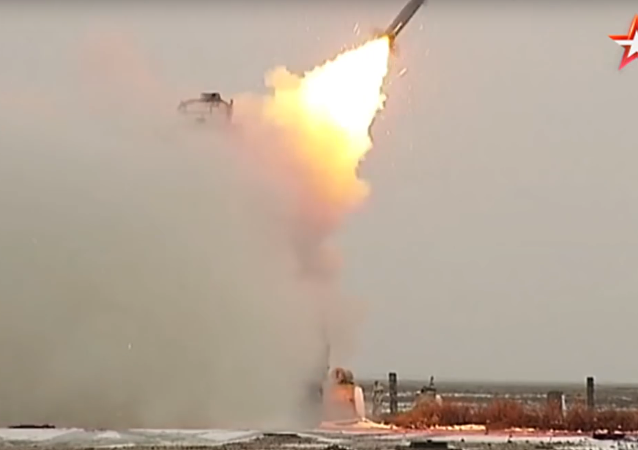 Tirs de missiles russes S-300, S-400 et Ossa