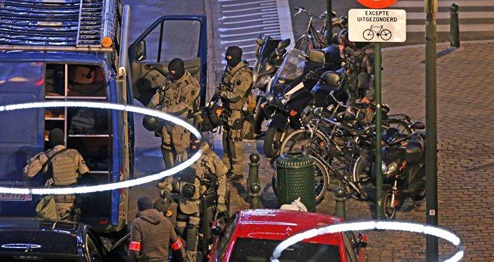 Une perquisition a été menée ce dimanche soir dans le quartier bruxellois de Dansaert, rue de la Clé, à la limite de Molenbeek-Saint-Jean et de Bruxelles-Ville.