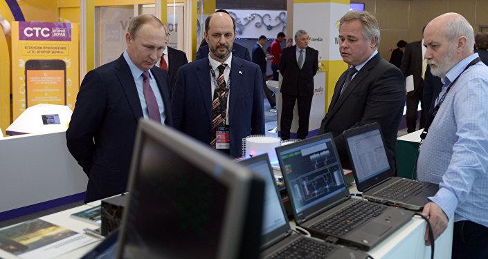 Le président russe Vladimir Poutine au forum Internet-économie
