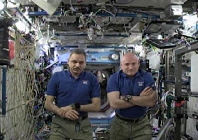 Cafetière spatiale, centrifugeuse, petits hommes verts et félicitations de l'ISS