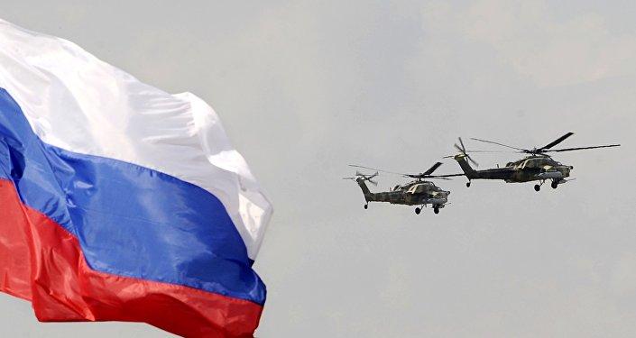 Hélicoptères militaires russes et le drapeau de la Russie. Image d'illustration