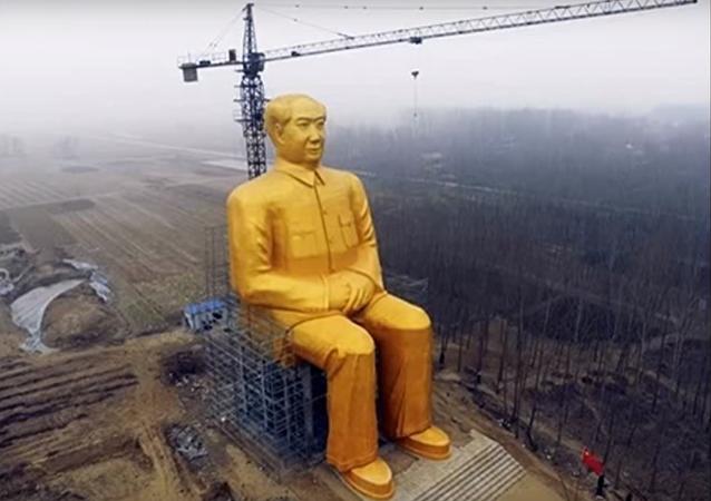 Une statue géante de Mao Zedong édifiée en Chine