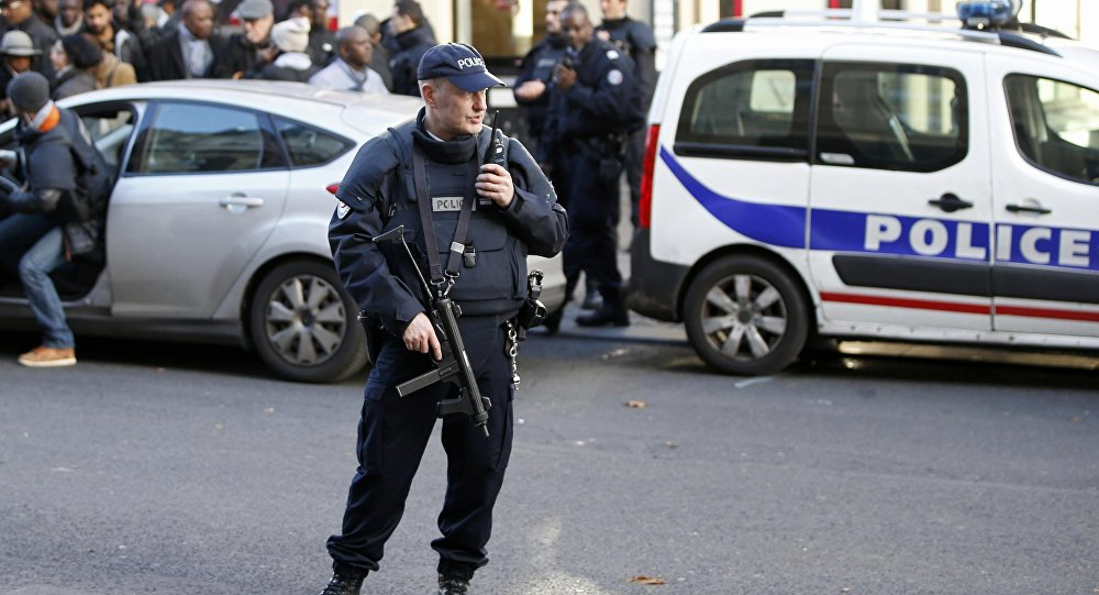 Un policier français dans le 18e arrondissement