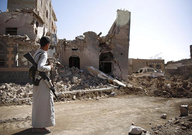 Un rebelle Houthi à Sanaa