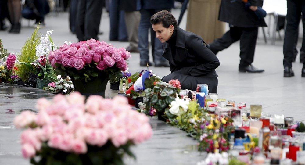 Une cérémonie en mémoire des artentats de Paris