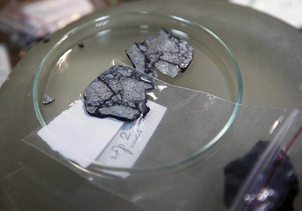 Les chercheurs de Moscou examinent la météorite de Tchebarkoul