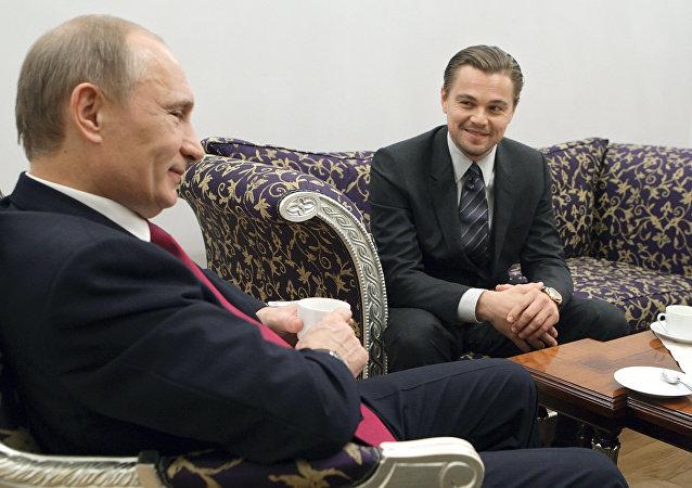Léonardo di Caprio et Vladimir Poutine à Saint-Pétersbourg