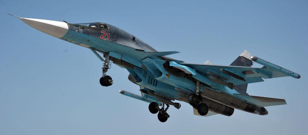 Un bombardier russe Su-24 décolle depuis la base aérienne syrienne de Hmeimim, image d'illustration