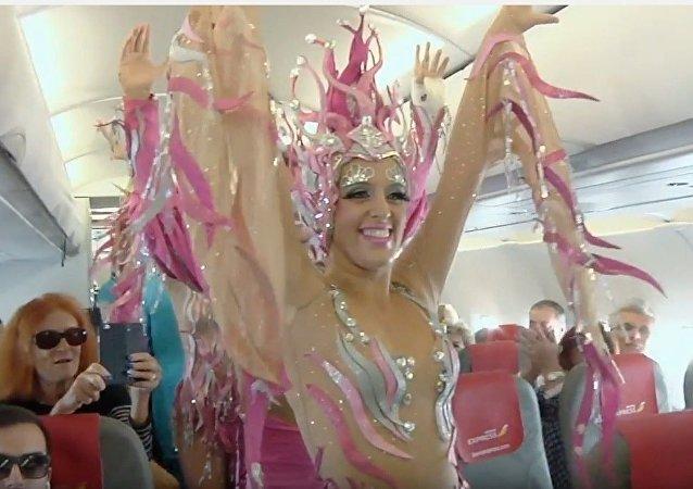 Iberia Express organise un carnaval pendant le vol