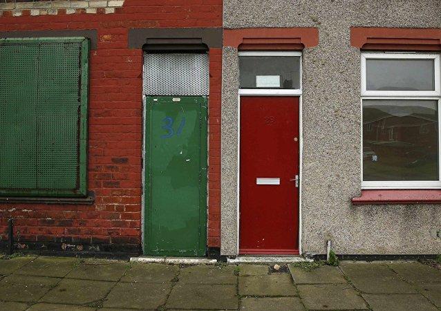 Les demandeurs d'asile signalés par des portes rouges en Angleterre