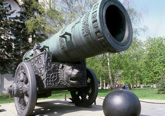 le Tsar Pouchka, canon gigantesque