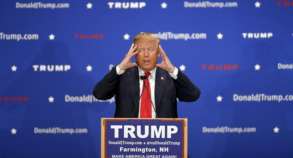 Le candidat républicain à l'election présidentielle Donald Trump adresse à la foule lors d'un rassemblement de campagne à Farmington, New Hampshire Janvier 25, 2016