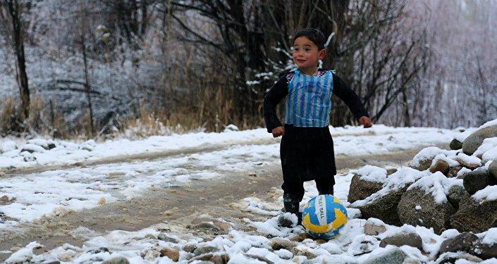Messi ira rencontrer son petit fan au sac plastique