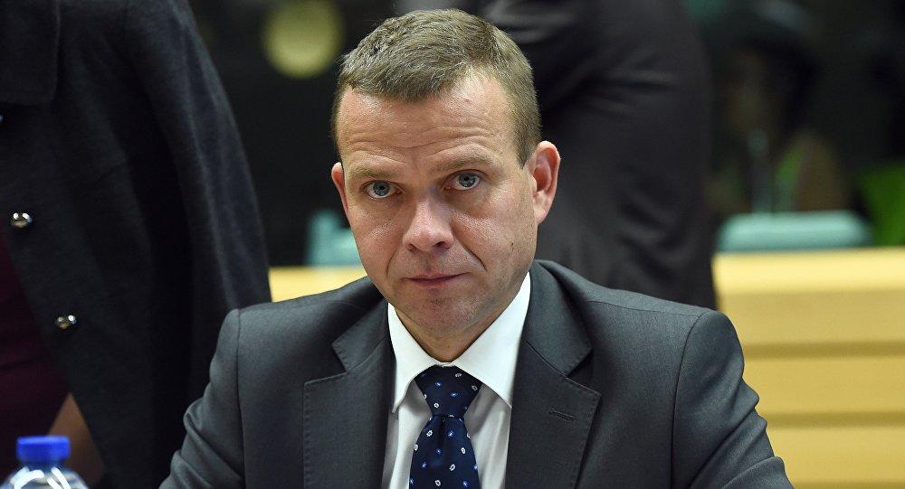 Migrants le ministre finlandais de l 39 int rieur risque la for Interieur ministre