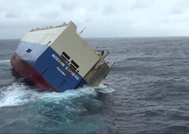 Un cargo abandonné avec 300 tonnes de diesel se dirige vers la côte française