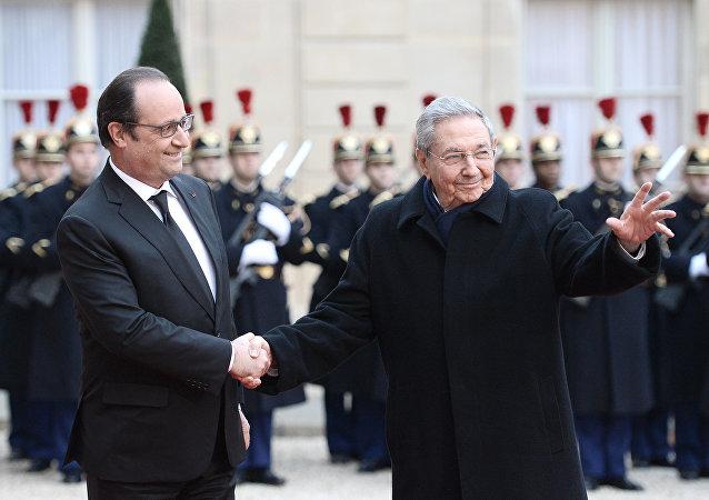 Raul Castro et François Hollande