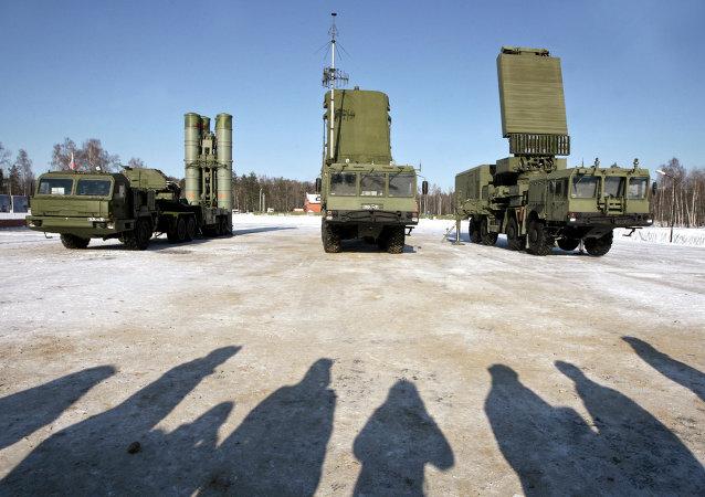 Le système russe de défense antiaérien S-400