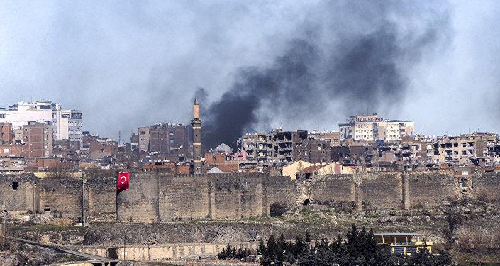 Affrontements entre armée turque et milices kurdes à Diyarbakir. Photo prise le 3 février 2016