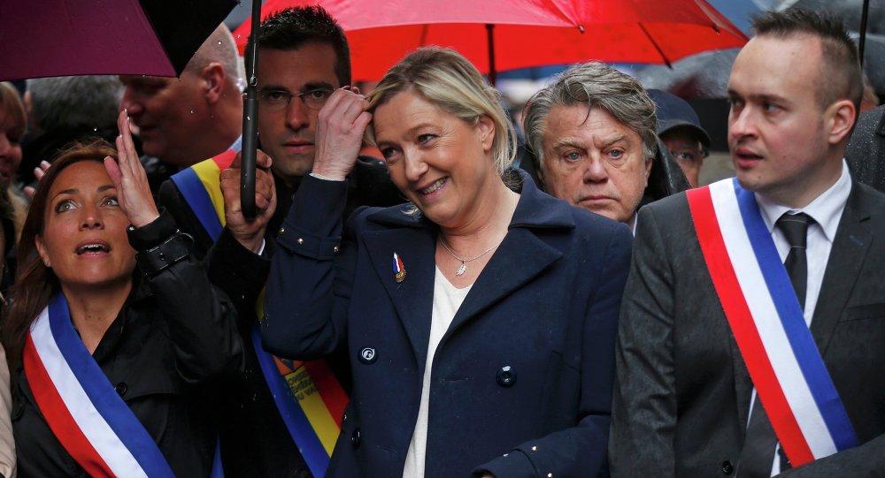 La presidente du Front National FN Marine LE PEN participe au traditionnel defile du 1er mai.