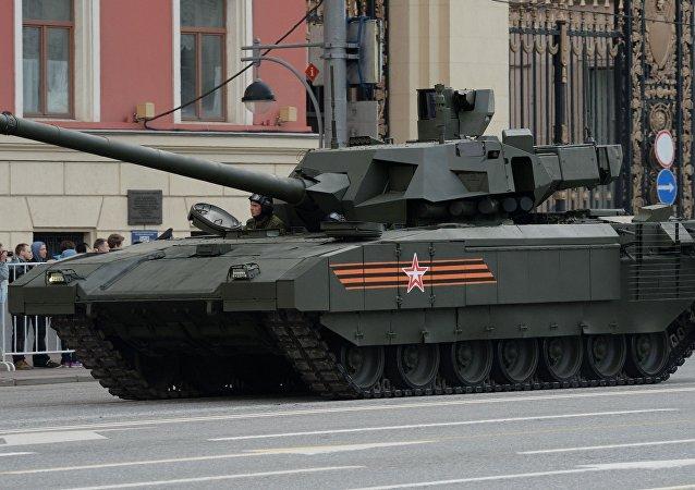 Le char T-14 Armata lors de la répétition de la parade militaire à Moscou
