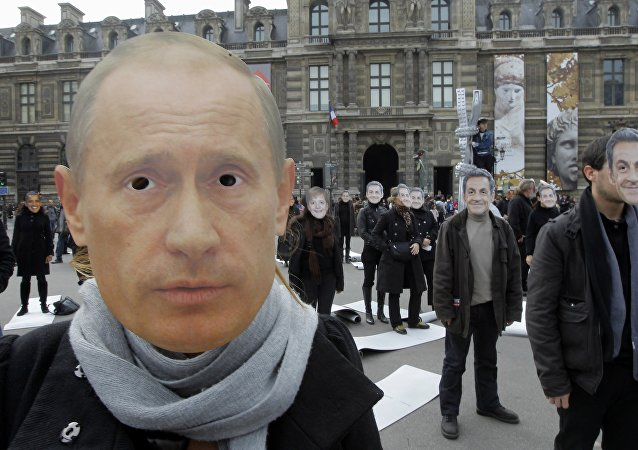 Les masques des leaders mondiaux. Archive photo