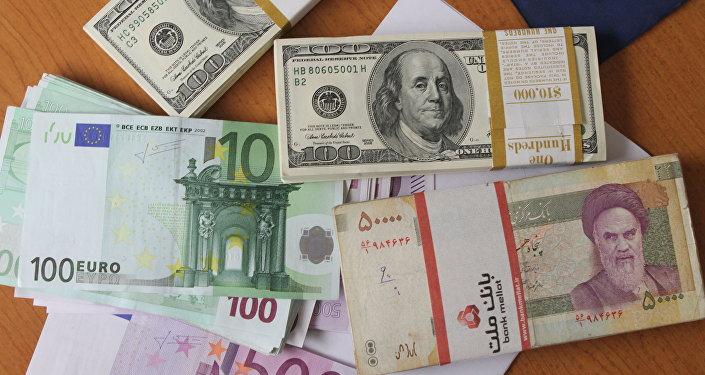 Euro, dollar et rial iranien