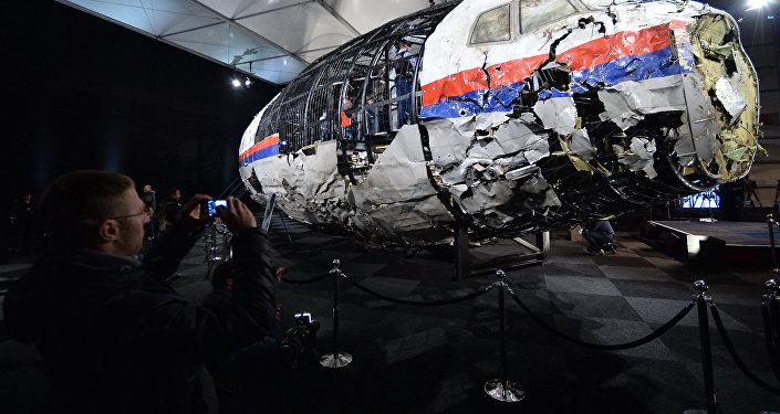 Présentation du rapport d'enquête technique sur le crash du Boeing malaisien dans le Donbass