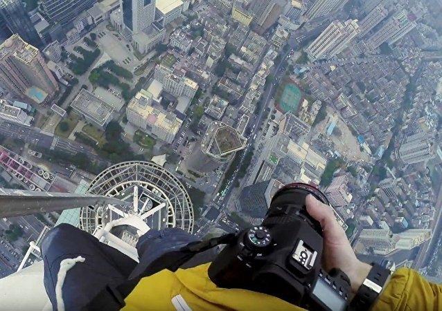 Ils ont conquis le gratte-ciel de 660 mètres à Shanghai