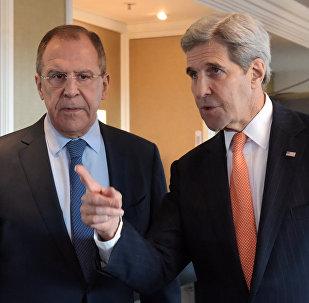 Le ministre russe des Affaires étrangères Sergueï Lavrov et le secrétaire d'Etat américain John Kerry